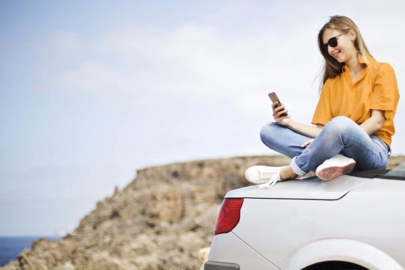 girl_on_car